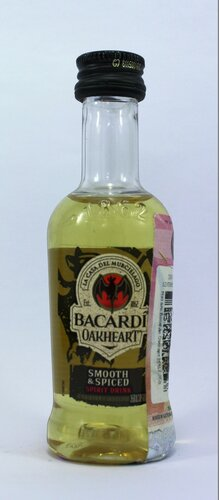 Ром Bacardi Oakheart smooth and spiced spirit drink