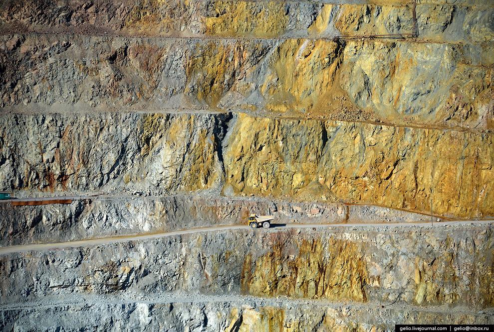24. За весь период эксплуатации карьера добыто 17,8 млн тонн руды и произведено более 39,7 млн куб.м