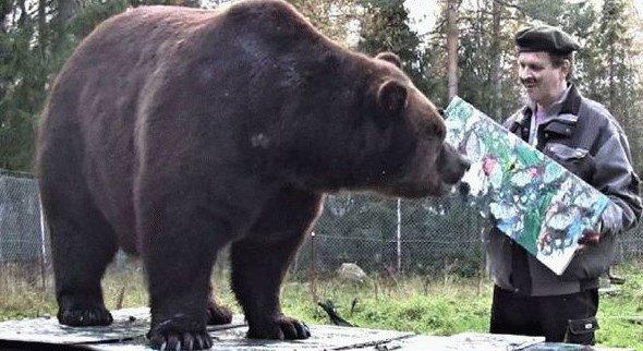 Медведь-художник