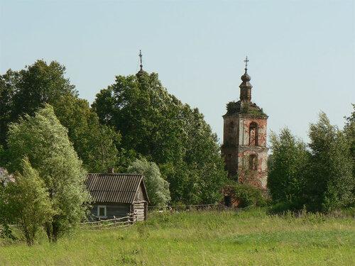 Церковь в селе Лом