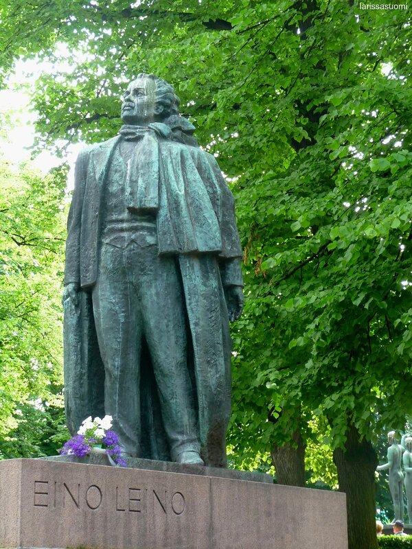 Памятник финскому поэту Эйно Лейно.