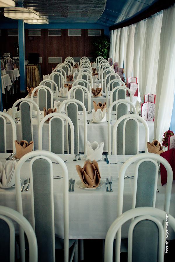 Ресторан «Ладога» в кормовой части средней палубы