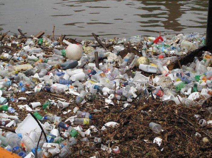 баржа по сбору мусора