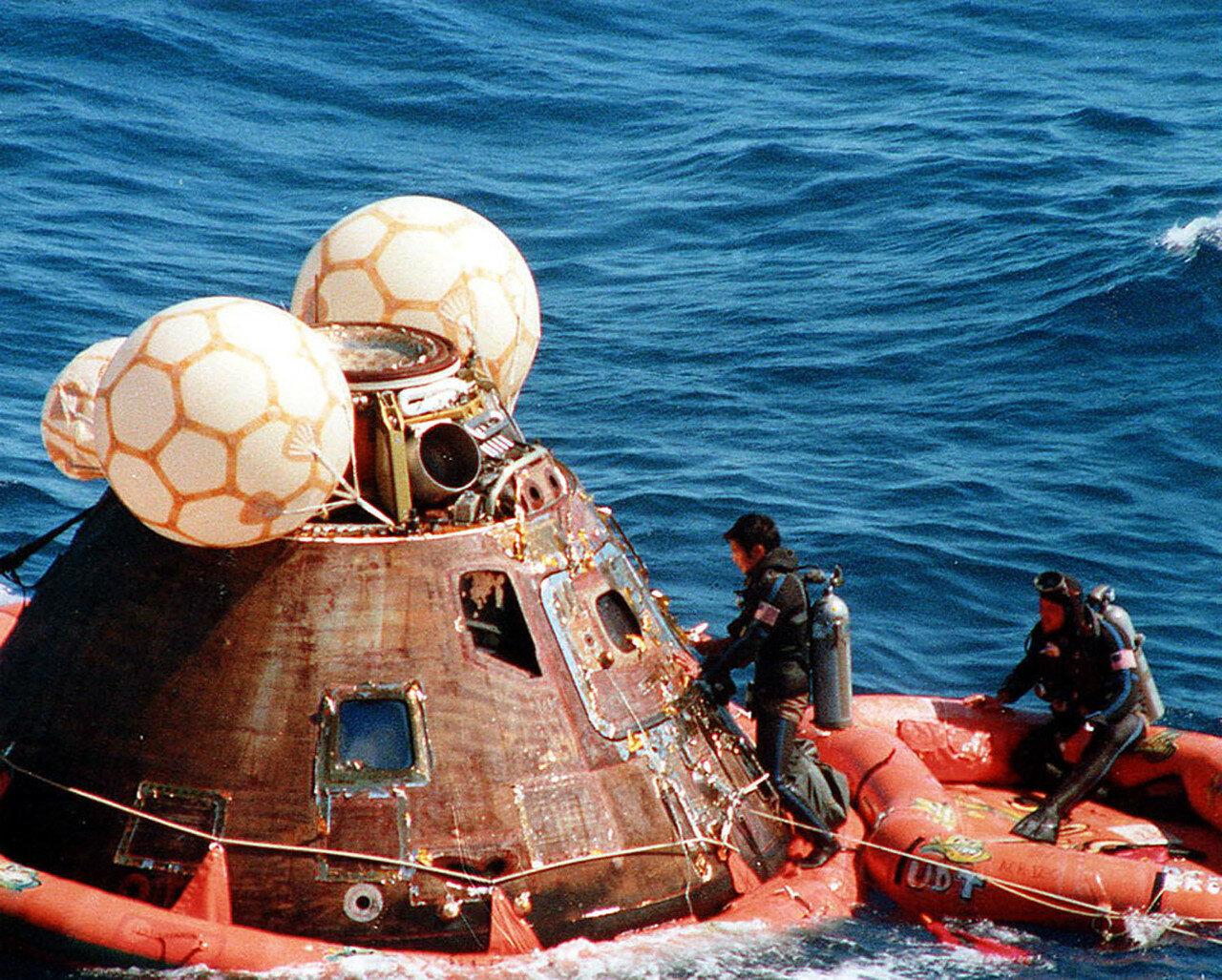 На снимке: Поисково-спасательная команда