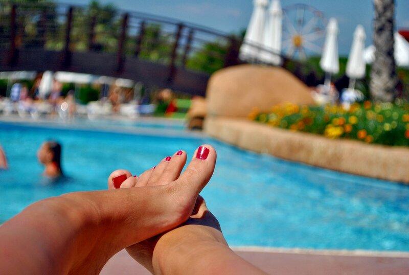 ножки у бассейна фут очень