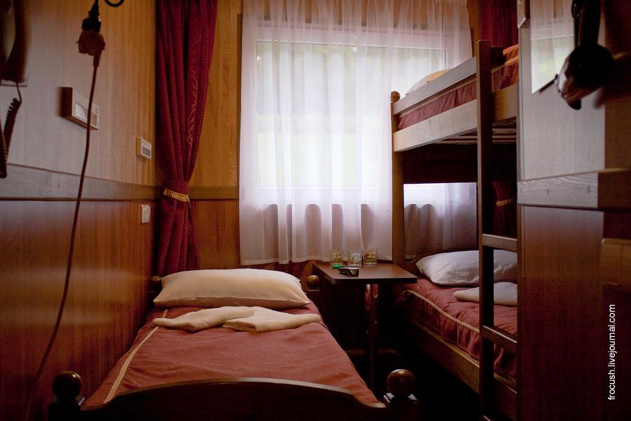 Двухместная ярусная каюта с одним дополнительными местом «А3» №50 на главной палубе теплохода «Василий Чапаев»