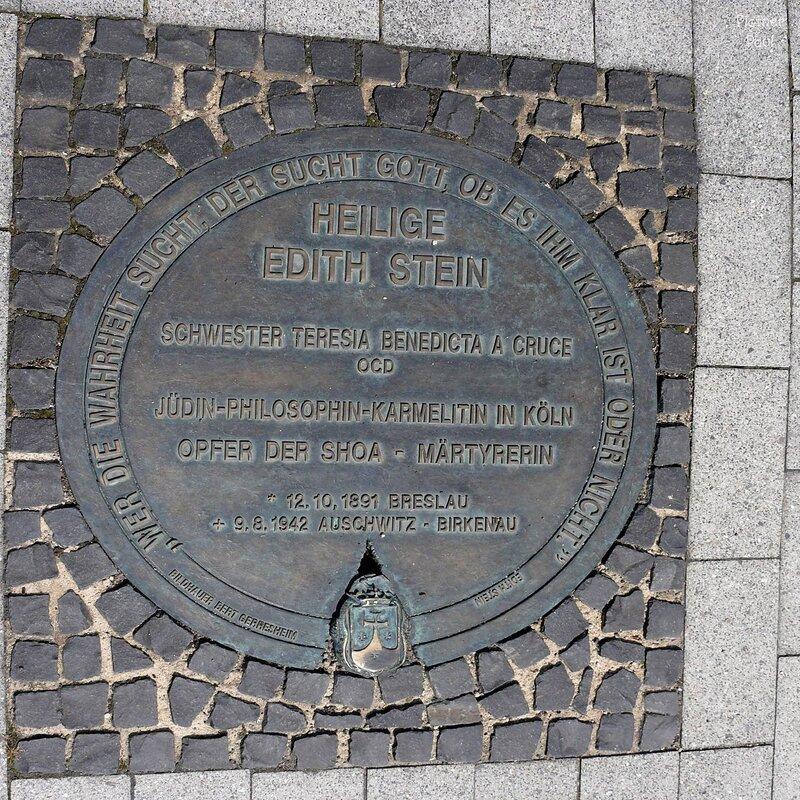 """Люк из Кёльна (Германия)еще раз Кельн, на этот раз зесь высказывание св. Эдит Штайн""""кто ищет правду..."""""""