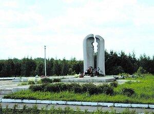 Монумент жертвам катастрофы возле посёлка Улу-Теляк