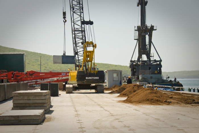 Во Владивостоке начали бетонировать причалы АТЭСа (ФОТО)