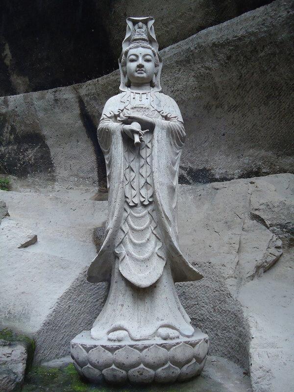 В горном храме