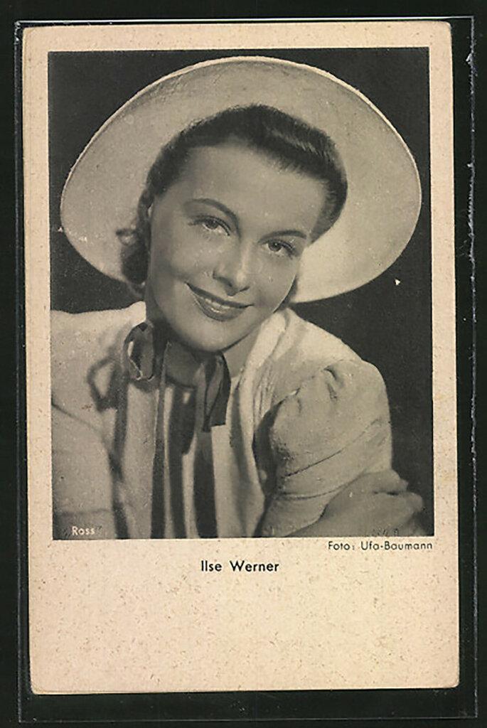 AK-Schauspielerin-Ilse-Werner-laechelnd-mit-Hut.jpg