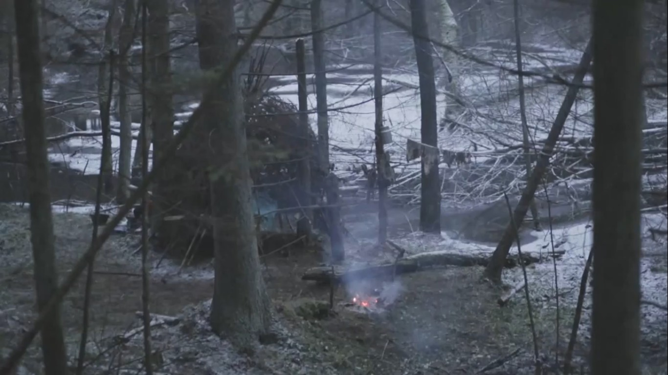 шалаш в лесу лагерь