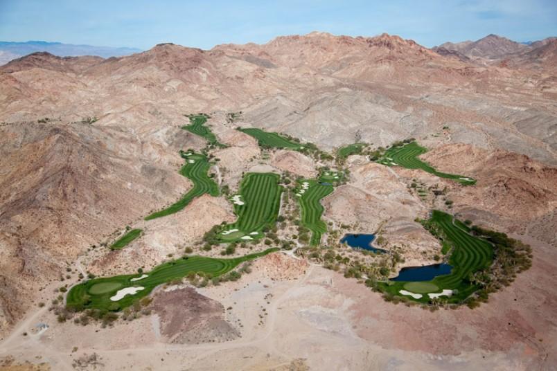 7. Гольф-оазис в Дезерт-Хиллс, Лас-Вегас, Невада, США, 2009 г. (Alex MacLean / Beetles+Huxley)
