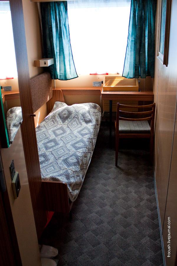 Вторая комната с одним спальным местом каюты класса «Полулюкс А» №8 на шлюпочной палубе теплохода «Сергей Кучкин»