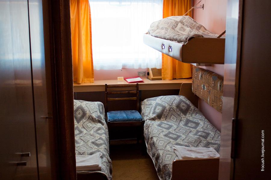 Трехместная двухъярусная каюта №156 на главной палубе теплохода «Сергей Кучкин»