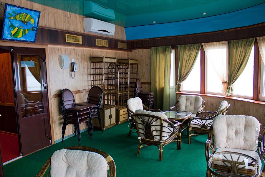 Салон в носовой части средней палубы теплохода «Василий Чапаев»