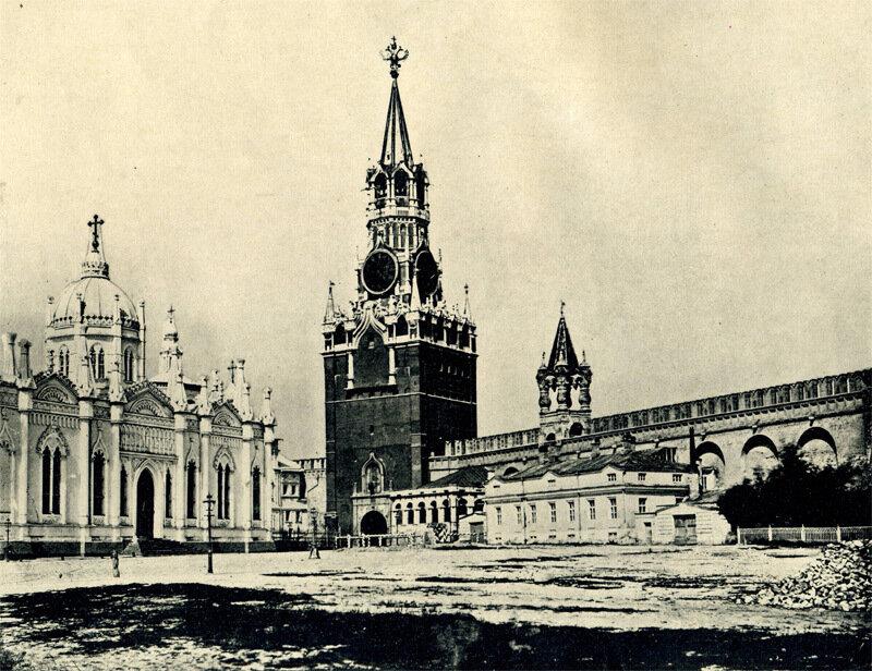 Вознесенский Монастырь и Спасския ворота.