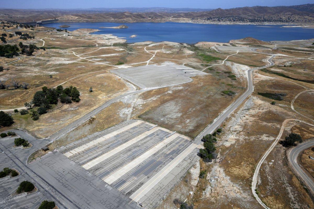4. Когда-то давно эти доки находились у самой кромки воды озера Миллертон. В апреле губернатор штата