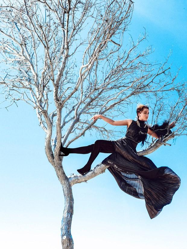 Emilia-Clarke-Bazaar-US-04-620x827.jpg