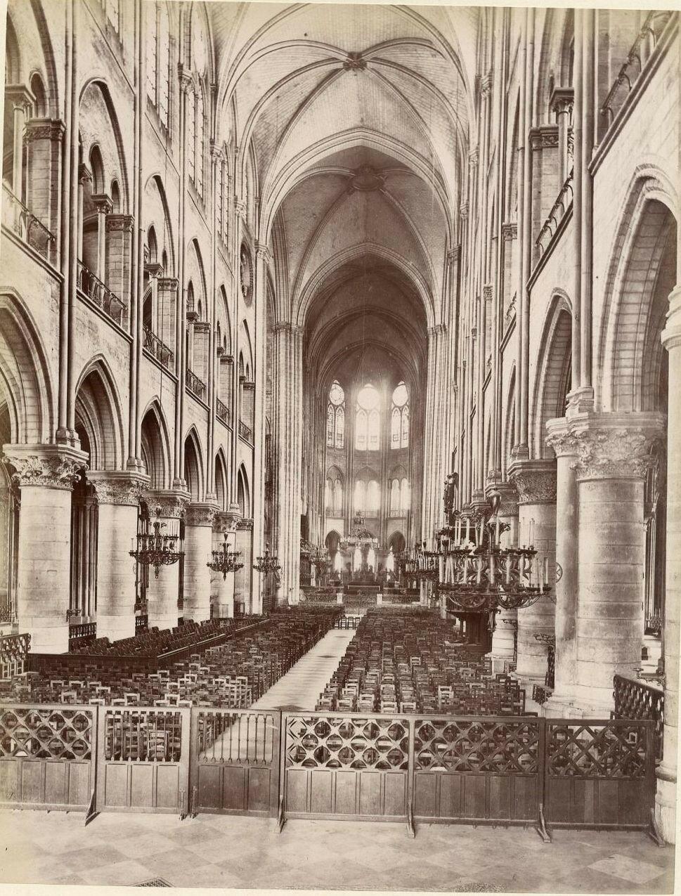 Неф собора Нотр-Дам