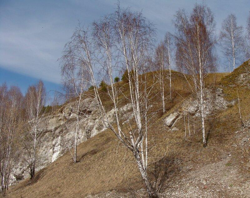Гора, в которой находится ледяная пещера