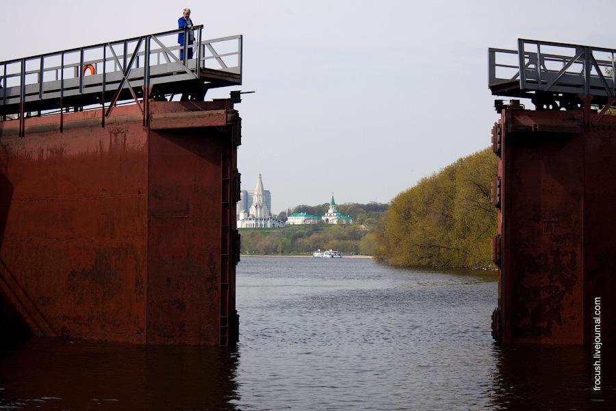 Ворота нижнего бьефа шлюза №10 канала им.Москвы