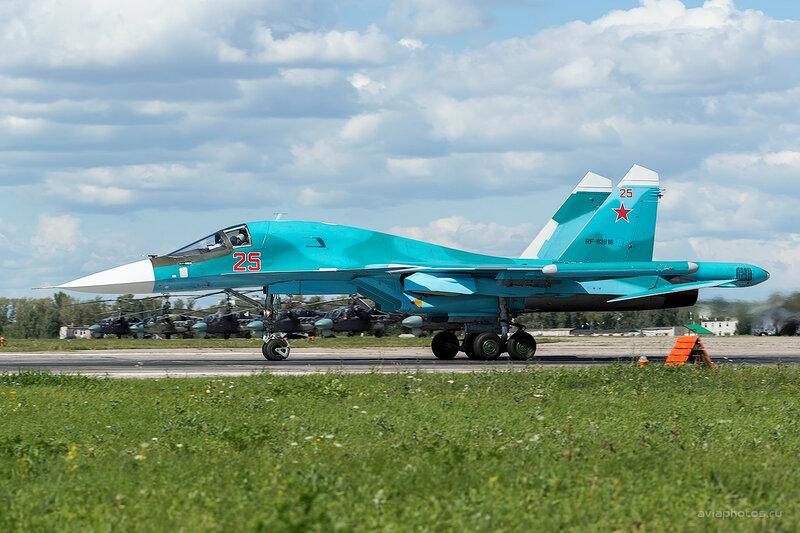 Сухой Су-34 (RF-93816 / 25 красный) D800393