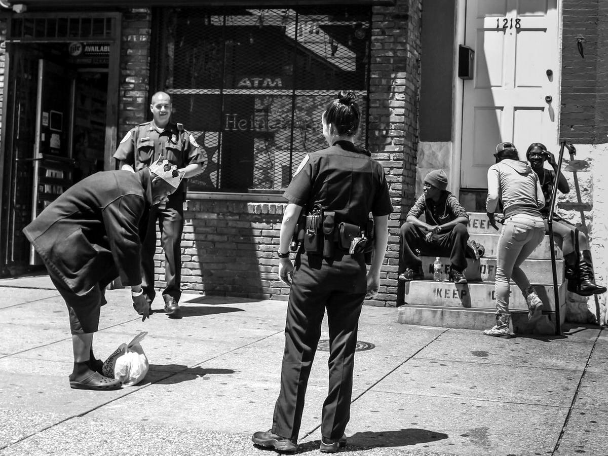 Неулыбчивая Америка: Черно-белая жизнь в бедных кварталах современного Балтимора (17)