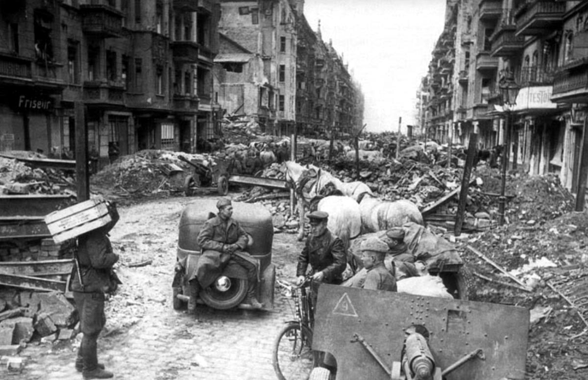 Падение Берлина на фотографиях весны 1945 года (30)