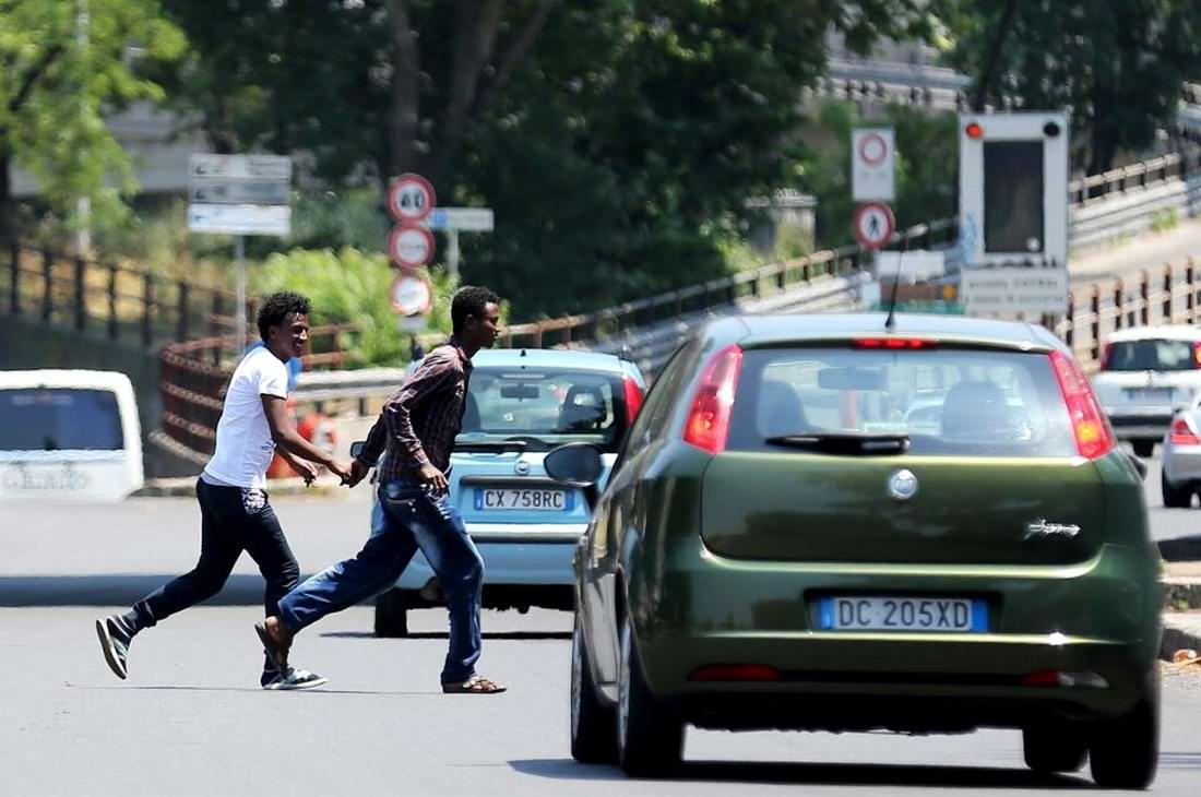 Ж/д вокзал итальянского Милана превратился в бомжатник: Миграционная политика ЕС (23)