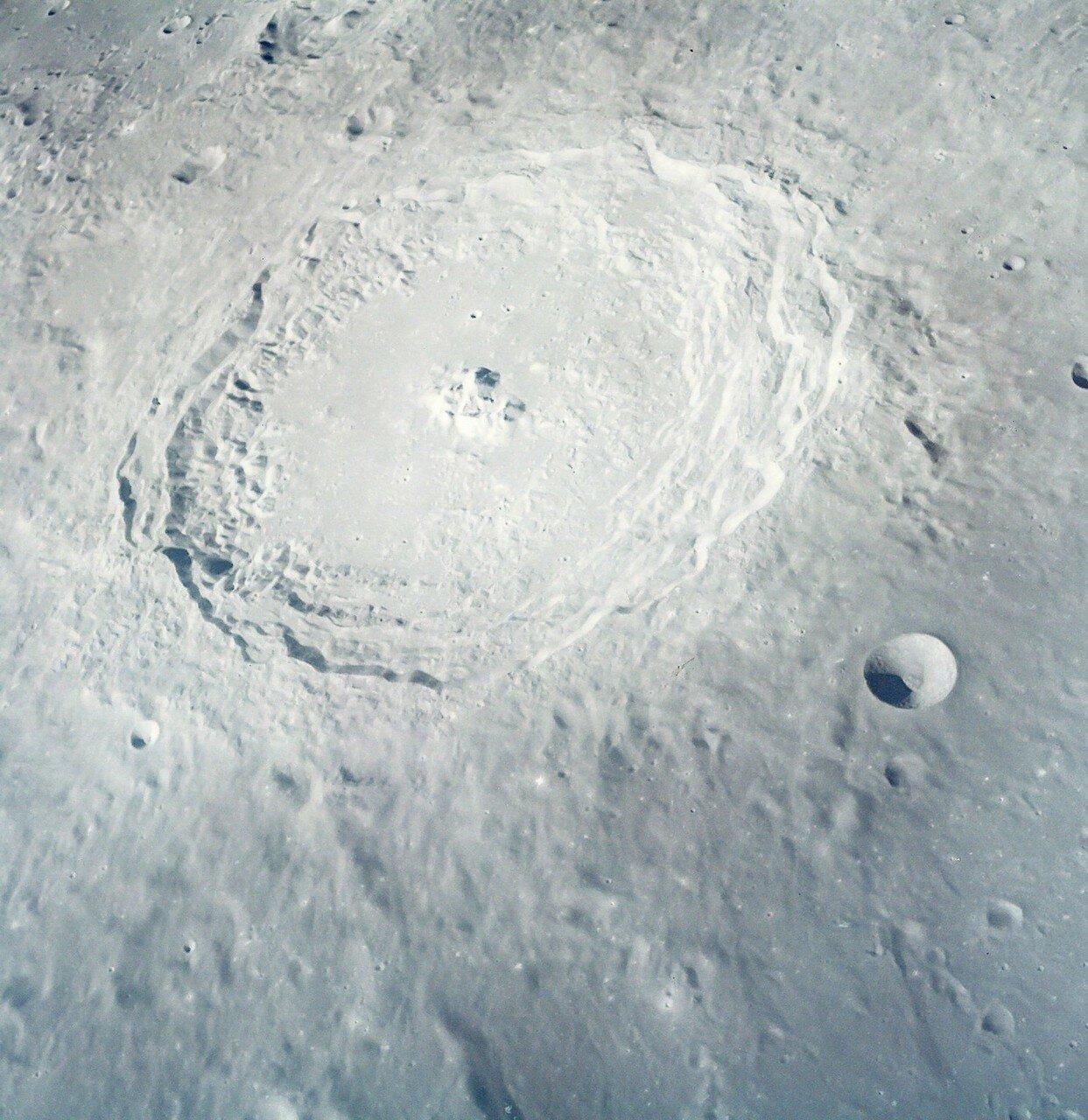 1968 декабрь. Кратер Лангрен впервые увиденный глазами человека  «Аполлон-8»