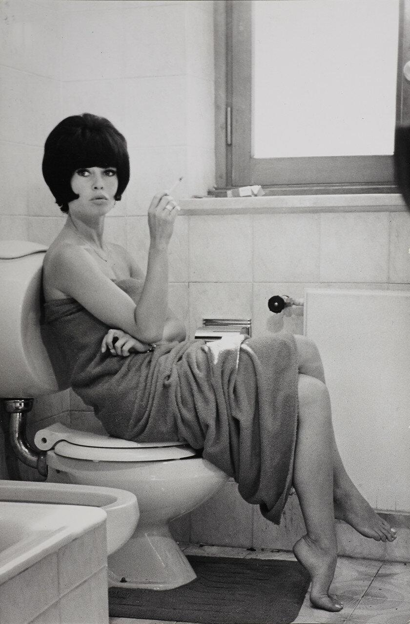 1964. Брижит Бардо на съемках «Презрения», Рим