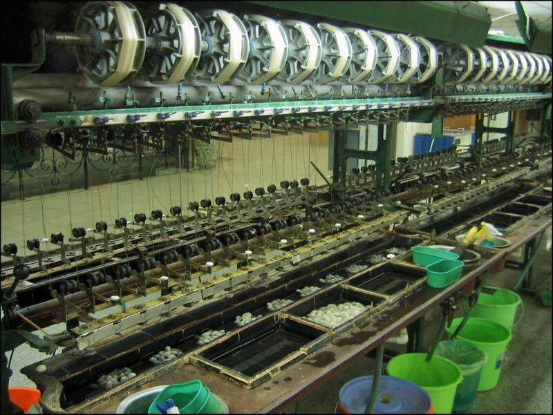 Машина для разматывания коконов, производство шелка