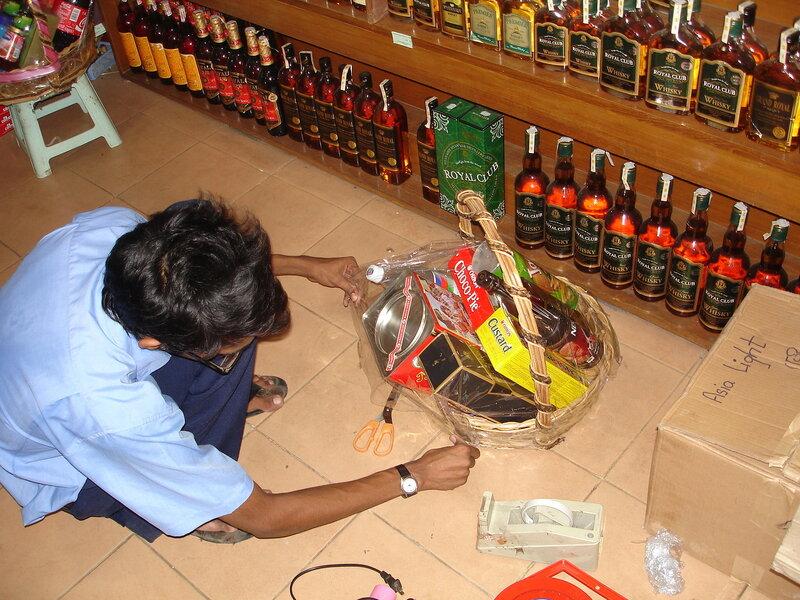 Праздничная корзина для мьянманского чиновника