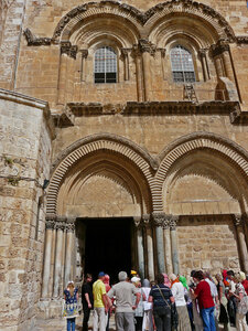 Храмовая площадь, вход в храм Гроба Господня.