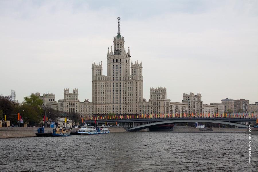 Высотное здание на Котельнической набережной, Большой Устьинский мост, причал «Устьинский мост»