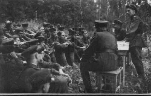 Партсобрание102-й гаубичной артиллерийской бригады