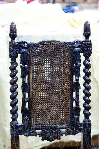 голландский стул до реставрации, отреставрировать мебель в Петербурге.