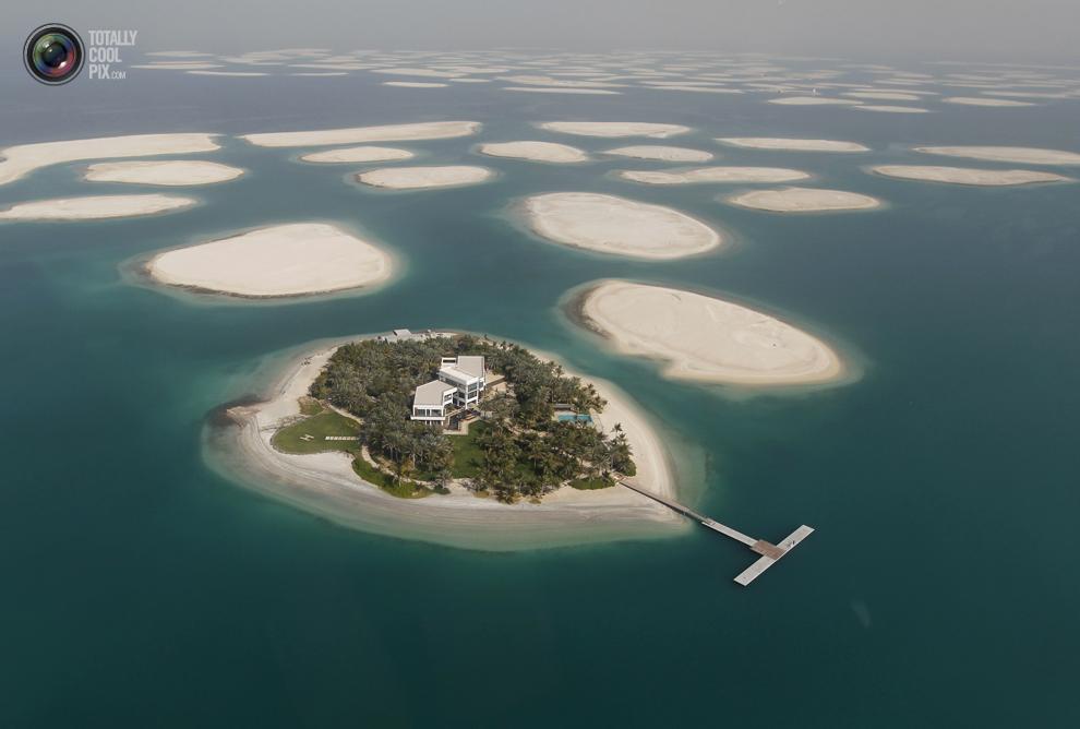 2. Один из островов проекта «Мировые острова» в Дубае. Острова находятся в 4 км от побережья Джумейр