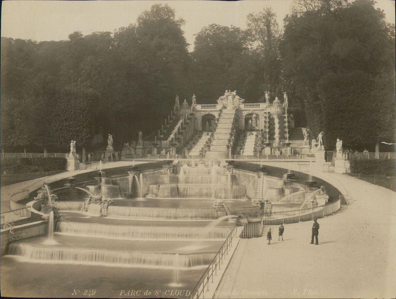1889. Дворец Сен-Клу. Водопад в парке