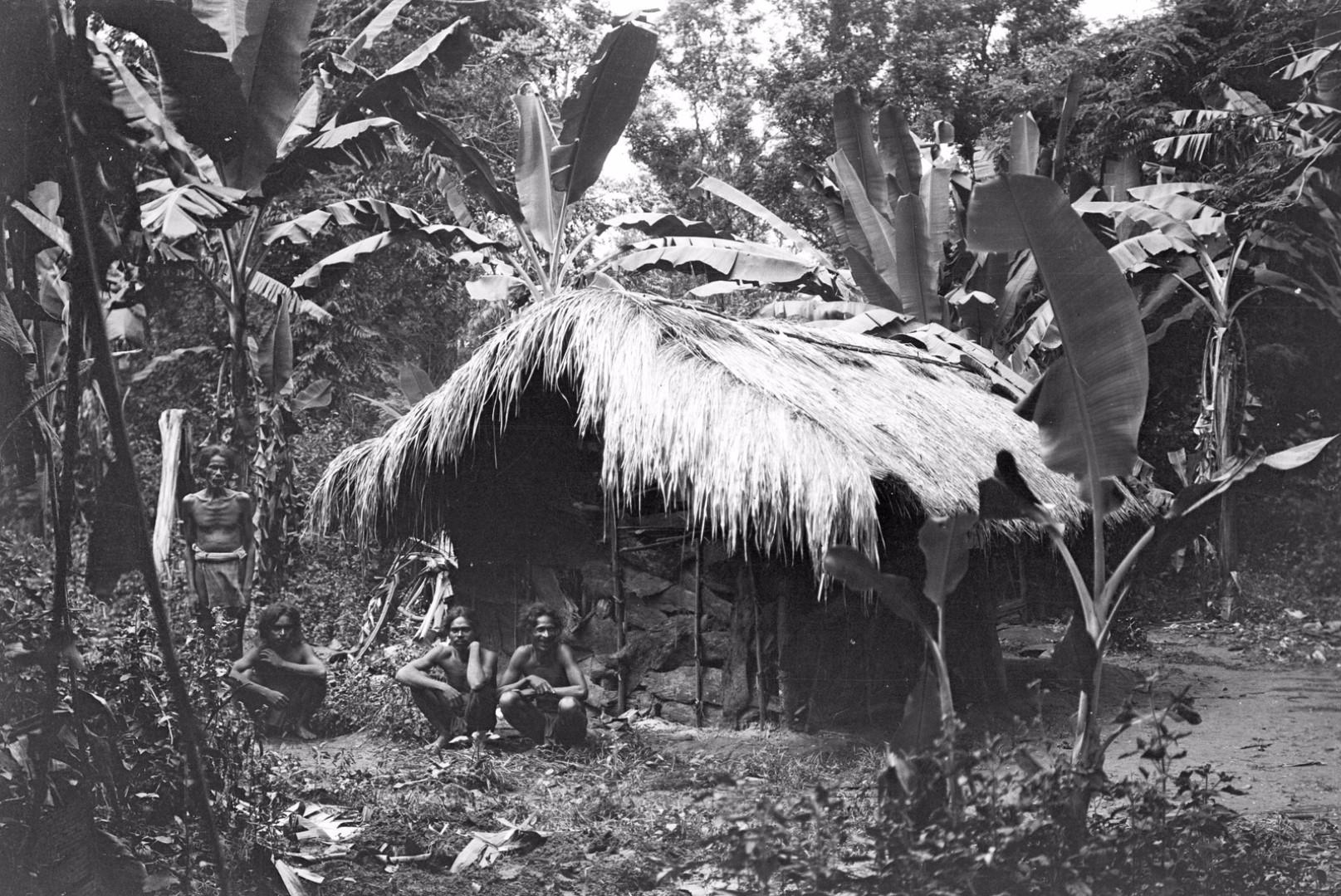 163. Дом старого главы деревни Тута, Эгон фон Эйкштедт с супругой жили в течение недели, пока находились в долине Дани-Гала