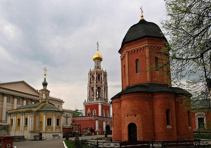 Высокопетровский монастырь изнутри