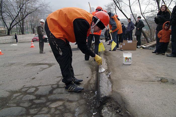 флэшмоб во владивостоке яма ремонт дороги