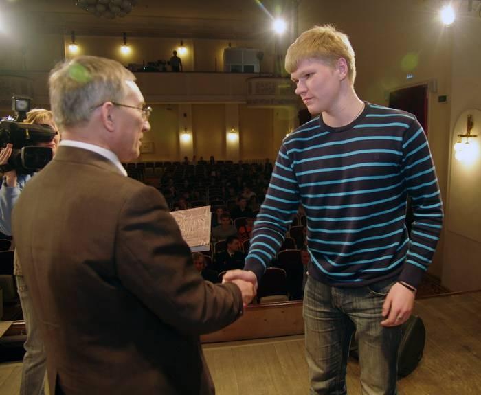 Руководтсво ДВГТУ встретилось с выпускниками школ (ФОТО)