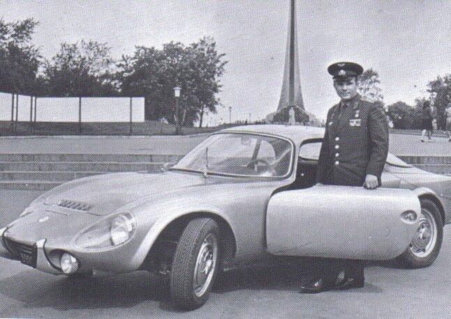 После своего исторического полета 12 апреля 1961 года, майор Гагарин, первым человеком в космосе, получил много подарков и наград по всему миру. Этот автомобиль был подарок от одной из европейских стран.Matra Djet Car