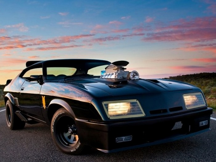 В первой картине о Безумном Максе герой разъезжал на купе GT XB Ford Falcon, которое было переделано