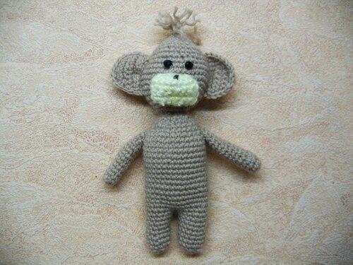 Вязаная крючком обезьянка