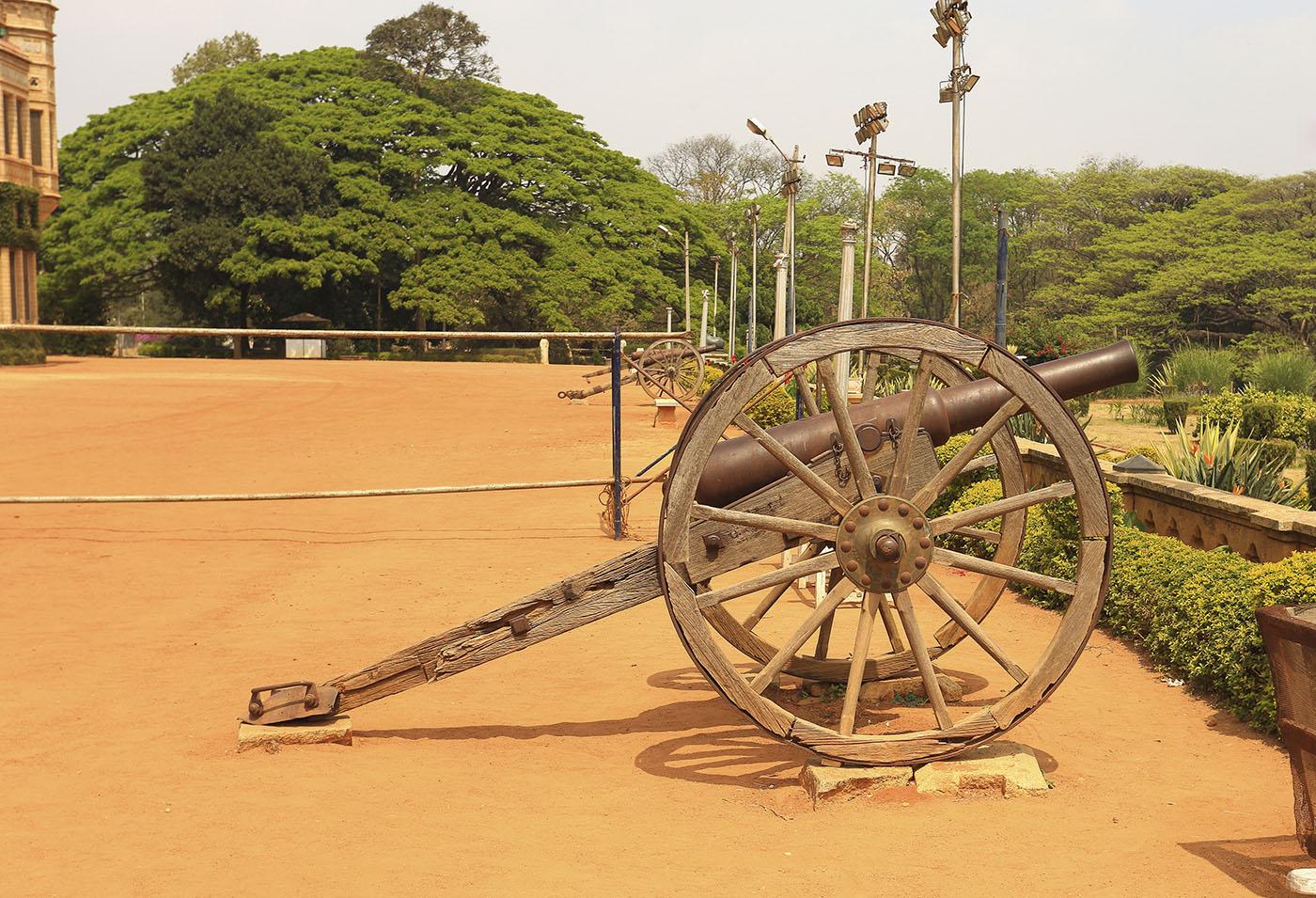 Фото 6. Туры в Индию. Пушка в Бангалорском дворце