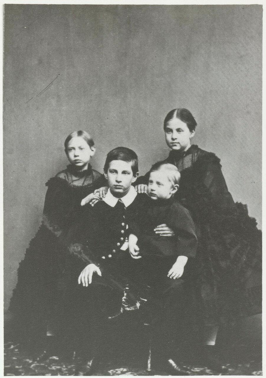 1864. Четверо старших детей великого князя Константина Николаевича