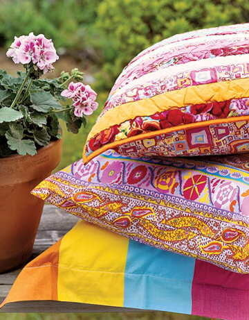 интерьер с ярким текстилем